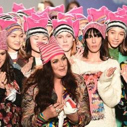 """975 - כובע ה""""פוסי"""", כיכב בשבוע האופנה במילנו, בתצוגה של """"מיסוני""""."""