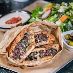 """2416 - חוגגים את יום העצמאות האמריקאי במסעדת """"עראיס"""" – בשר בסטייל ובגישה אורבנית."""