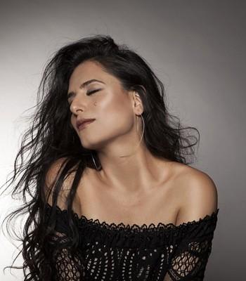 """2918 - דימיטריס באסיס ענק המוזיקה היונית יארח את מירי מסיקה במופע """"אתונה- ירושלים""""."""