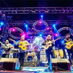 """3031 - להקת """"הג׳יפסי קינגס"""",המגיעה לסבוב הופעות בארץ תארח את מירי מסיקה."""