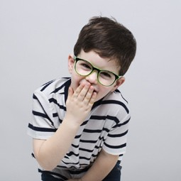 """3055 - """"רשת אופטיקנה"""", יוצאת במהלך חברתי ותעניק 10,000 זוגות משקפי ראייה."""