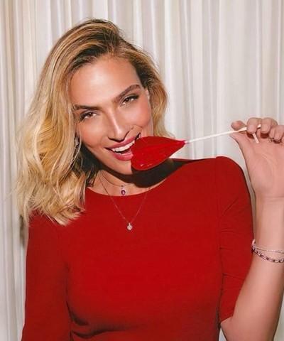 """3683 - בחירת השנה: אילנית לוי נבחרה כפרזנטורית של בית האופנה,""""גולברי - GOLBARY""""."""