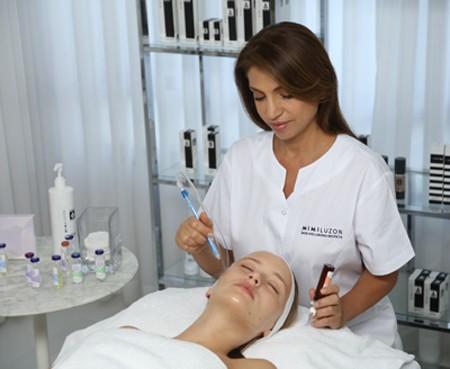 3890 - הקוסמטיקאית הפרא-רפואית, מימי לוזון משיקה קליניקה חדשה לבריאות העור בתל אביב.
