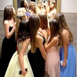4009 1 - קומפלקס האופנה ''T&E'', משיק את שמלות הפרום 2020.