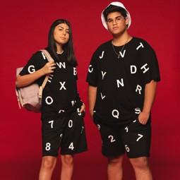 """תערוכה """"תלבושת אחידה- """"NO GENDER בעיצוב 13 מעצבי אופנה מובילים"""
