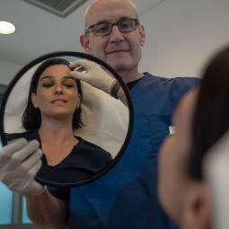 צחי וידר מרפאות ויו. צילום יאיר גלזר 003 - עם הפנים לחג: הטיפולים הפופולריים שיעניקו לך עור זוהר.