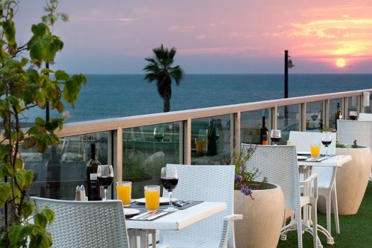 """leonardo haifa restaurant terrace2 - מלון """"ליאונרדו פלאזה"""" חיפה - המקום המושלם ל'שבת-חתן'."""