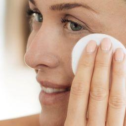 ניקוי פנים צילום ליראק פריז 1 1 - שגרת ניקוי פנים, מהי חשיבותה ואיך עושים זאת נכון?